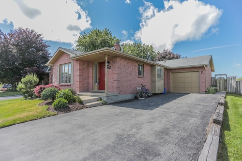 980 Thistledown Way, London Real Estate