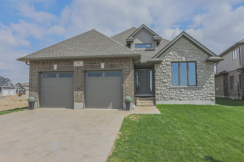 12 Dausett Drive, London Real Estate