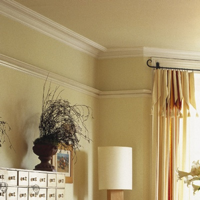 Crown-chair-moulding-installation
