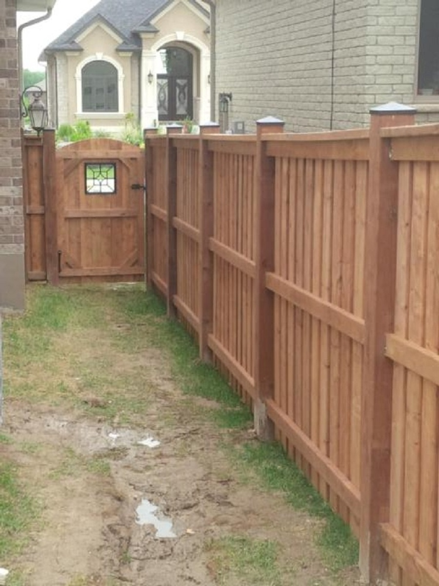 Wood fence peeinn bfd rona products photo gallery wood fences baanklon Images